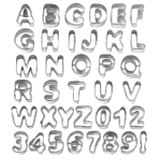 Ausstecher mit Buchstaben und Zahlen Motiven